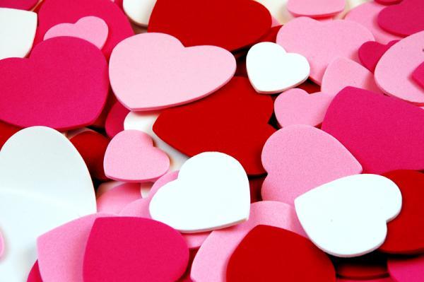 Las mujeres somos muy sensibles, nos gusta ser consentidas y sentirnos amadas. En este artículo te comparto las 10 cosas más importantes que necesita escuchar una mujer a quien consideres especial..