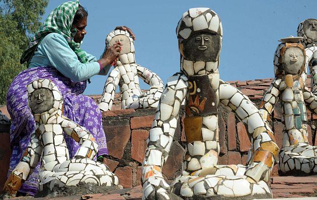 En la víspera de su 90° cumpleaños, el escultor Nek Chand explica cómo construyó el fantasioso jardín de rocas de la localidad india de Chandingarh, al que cada año acuden a diario miles de visitantes.